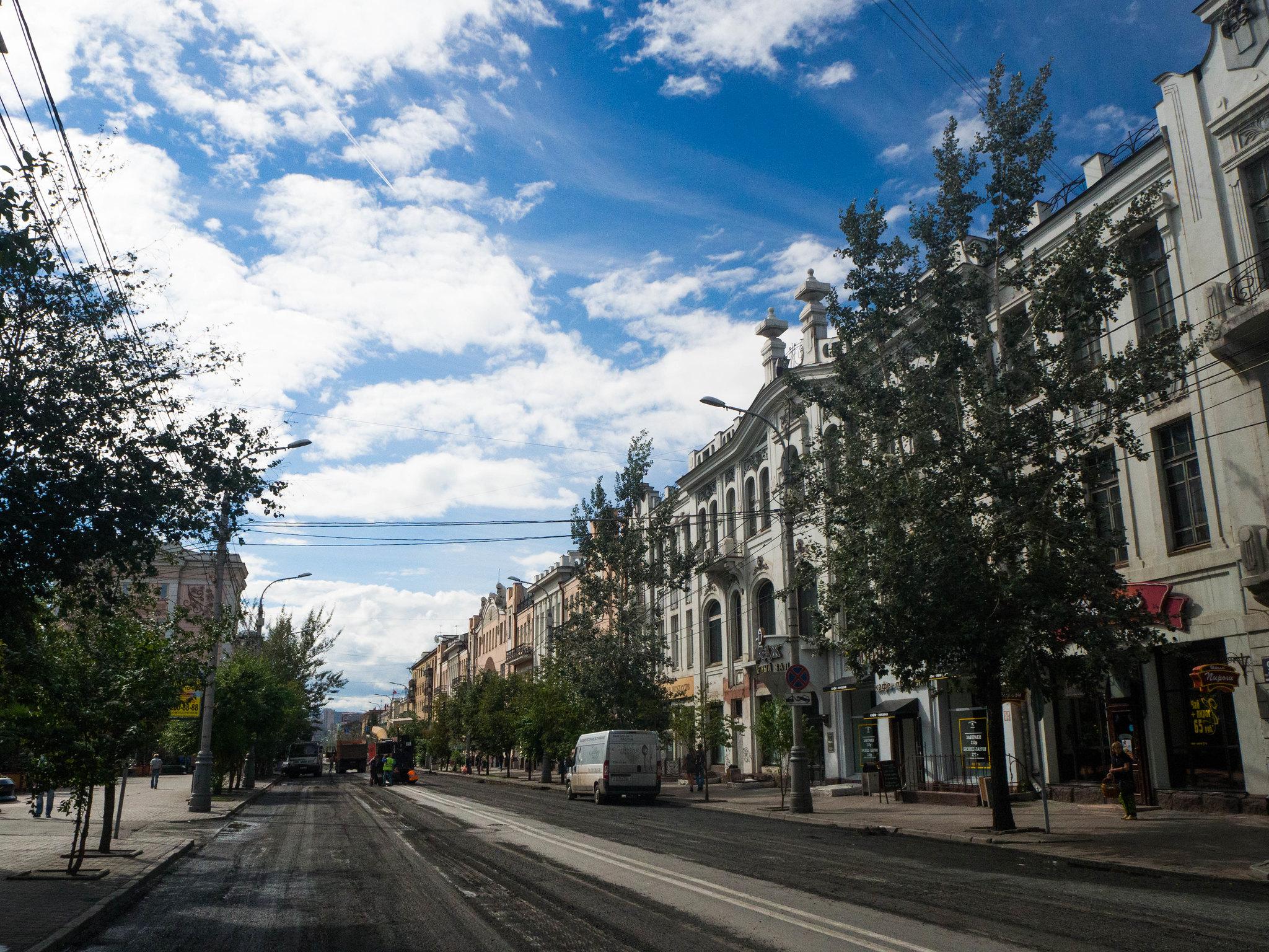 Slunečná ulice Krasnojarsku // Sunny street of Krasnoyarsk