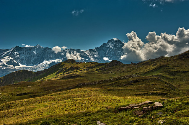 The way we  walk  ... Trift near Bachalpsee . (Grindelwald, Canton of Bern ).Izakigur 22.08.15, 14:45:19 . No . 8978.