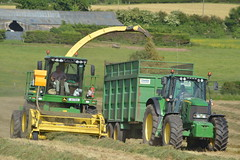John Deere 7550 SPFH filling a Thorpe Trailer drawn by a John Deere 7530 Tractor