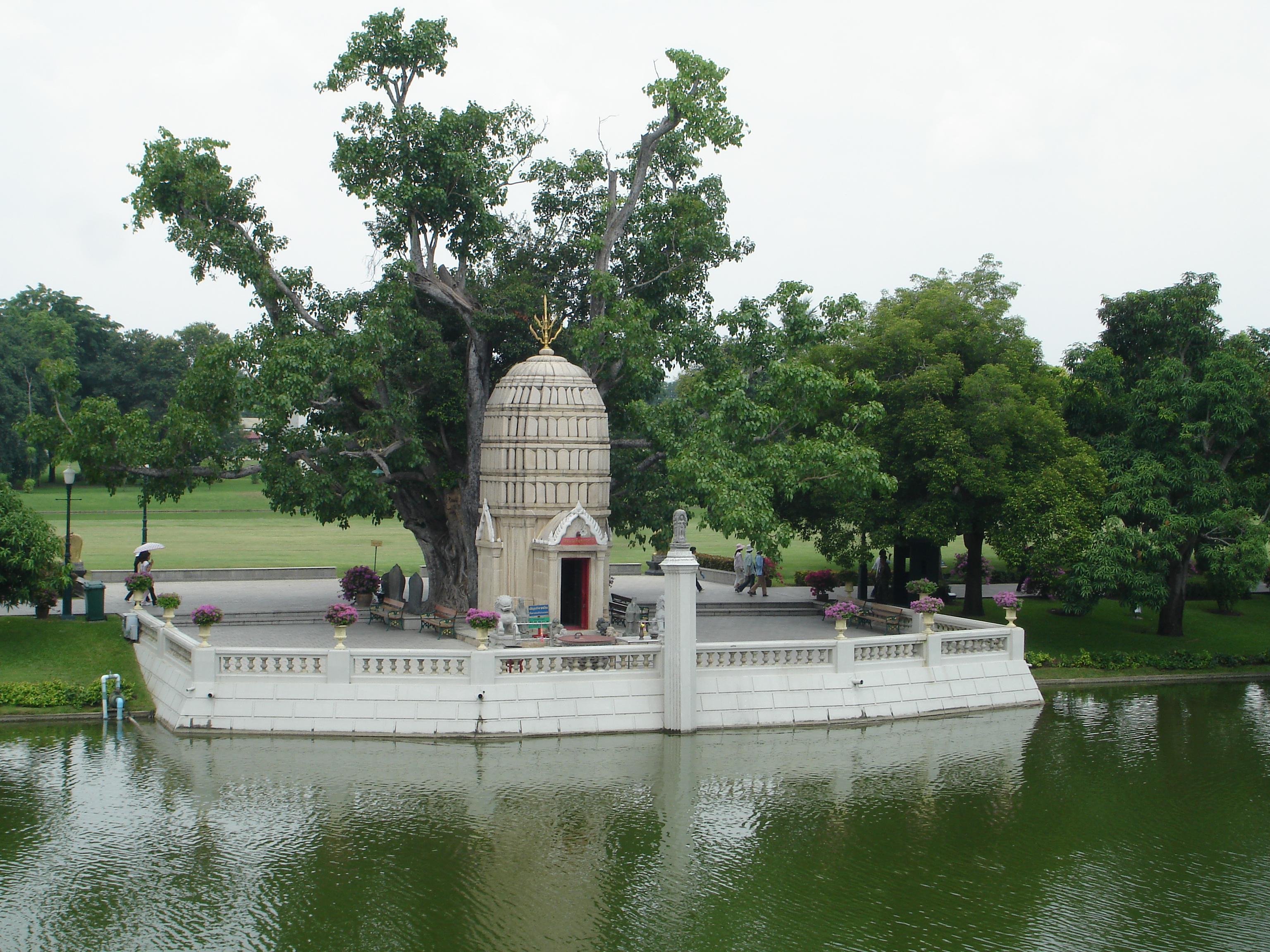 Ho Hem Monthian Thewarat (