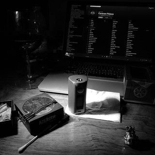 #saturdaynight #relax #chill with my guys #asmodus #azeroth 😈 #vaping #smok | by woss