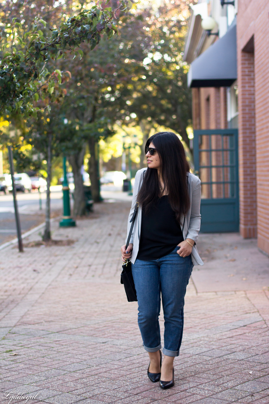 silk printed blazer, scalloped cammi, boyfriend jeans-4