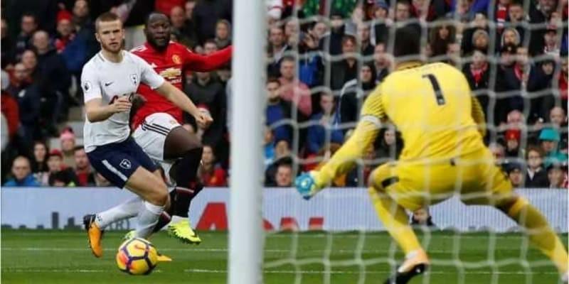 Manchester United Sukses Bangkit, Jose Mourinho Tersenyum