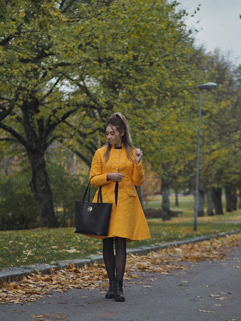 keltainen-takki-yellow-coat