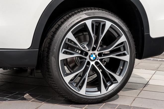 [新聞照片二] 免費升級M Performance  21吋599M型雙輻式輪圈