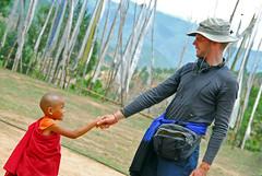 Nicolas Teiki Millet sur le tournage d'un de ses documentaires au Bhoutan en 2008