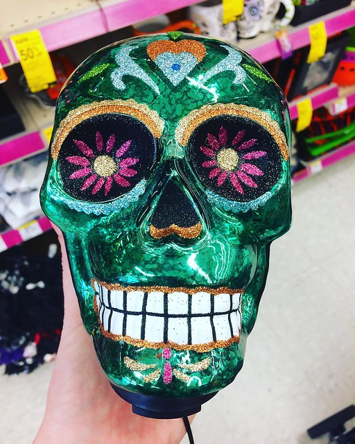 Out buying vitamin C at Walgreens yesterday and discovered that they have a Day of the Dead section. Cool. 💀