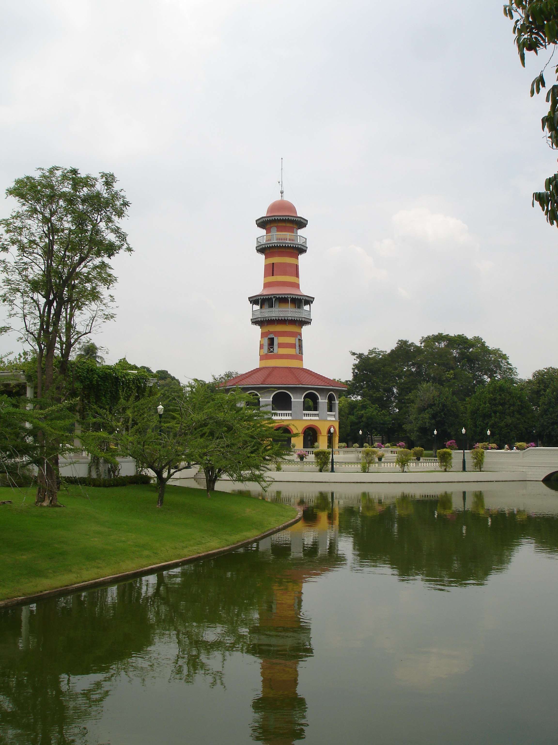 Ho Withun Thasana lookout tower in the Inner Palace compound of Bang Pa-In Royal Palace. Photo taken by Mark Jochim on May 16, 2006.
