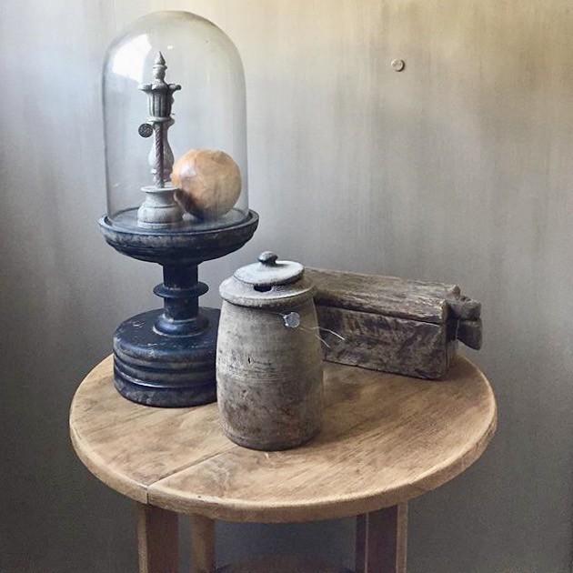 Wijntafel stolp kruik