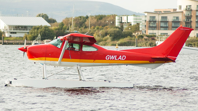 G-ESSL (GWLAD) - Cessna 182R Floatplane @ Cardiff Bay 280917