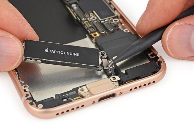 """5 điều rút ra sau màn """"mổ bụng"""" iPhone 8"""
