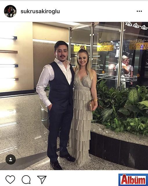 Şükrü Şakiroğlu, yakın dostunun düğün törenine giderken paylaştığı bu fotoğraf ile takipçilerinin beğenisini topladı.
