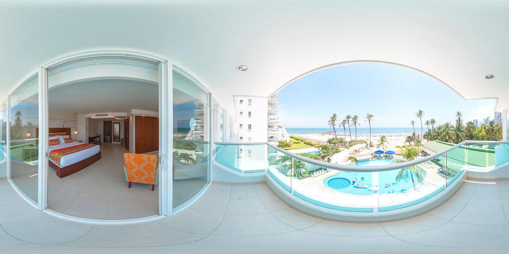 Balcón de la Habitación Superior King Vista al Mar — Hotel Dann (Cartagena, Colombia)