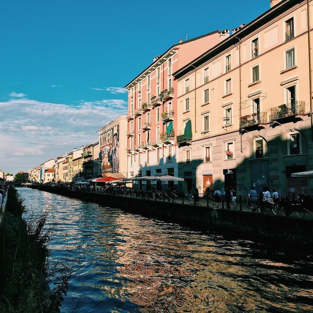 #photography #milano #milan #visitmilano #igersmilano #ig_lombardia #mobilephotography #iphone6s #vsco #vscocam #vscoitaly #italia #italy #straighfacades #strideby #thatbooknook #dreamingFujiEX3