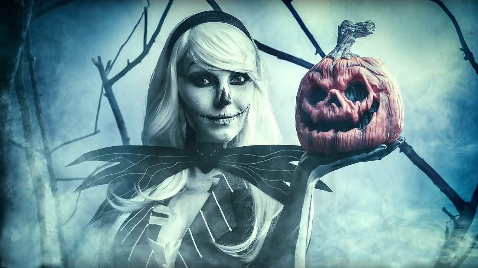 Créez un portrait digne d'un vrai film d'horreur pour l'Halloween avec un équipement de base dans un petit studio