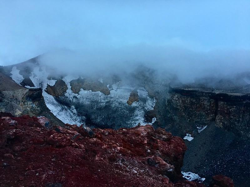 富士山頂火山口