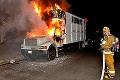 LAFD Engine 98 Quickly Extinguishes Pacoima Truck Fire