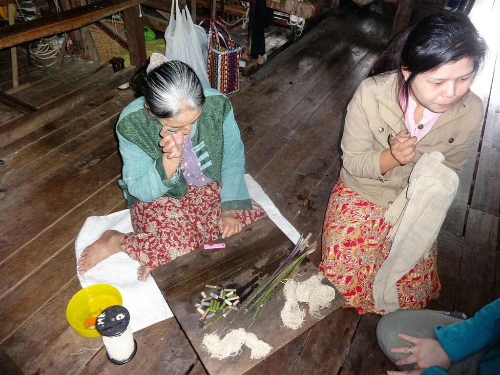 Warsztat tkacki na Jeziorze Inle, Mjanma