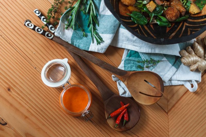 Spinatsalat-Maisbällchen-Peri-Peri-Lende-Butternut-Kürbis