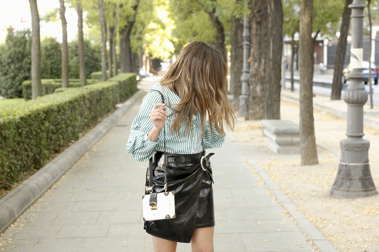 black patent leather skirt striped shirt uterqüe heels style fashion outfit trend07