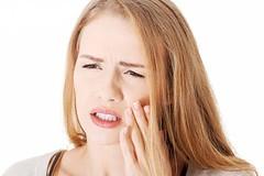 Bọc răng sứ bị ê buốt là do đâu?