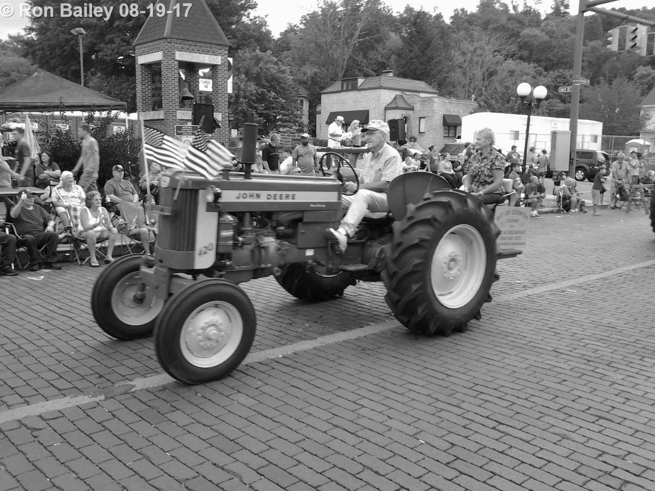 Parade of the Hills 2017 - Grand Parade BW 8-19-2017 7-15-15 PM