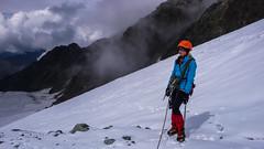 Już nad skałami - Monika odpoczywa po wspinaniu 70m lodową scianką