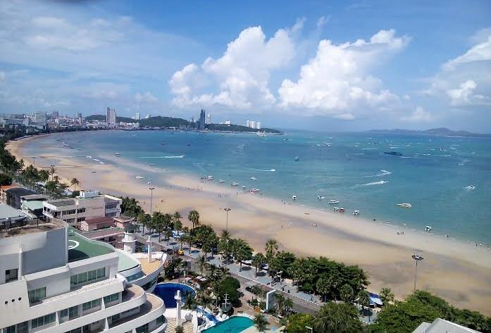 Fascinating clouds Pattaya Beach