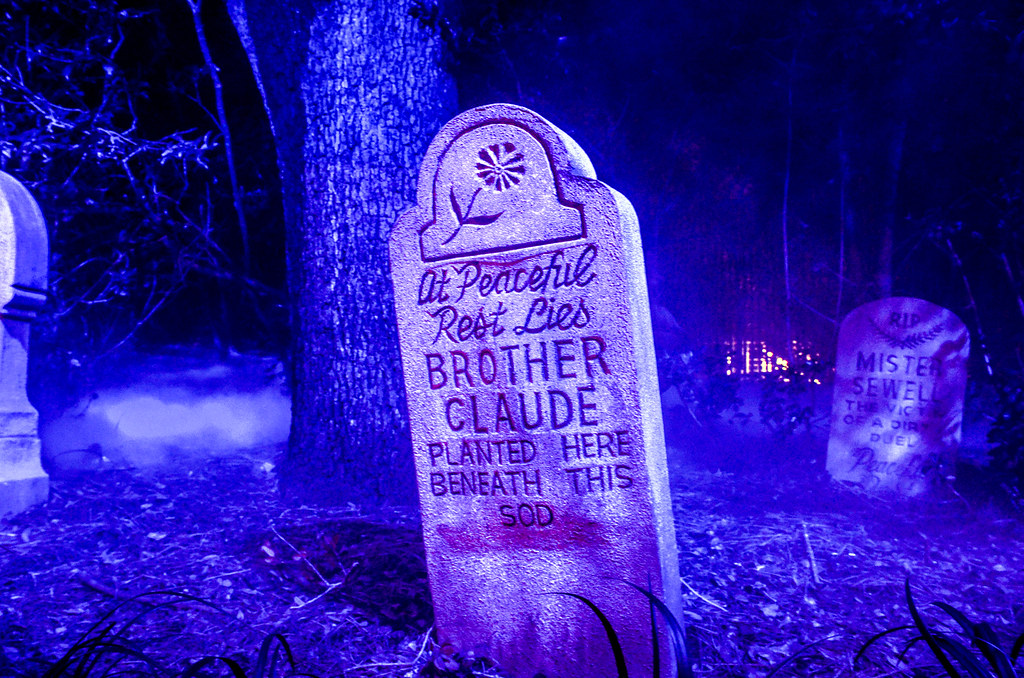 Haunted Mansion tombstone MK