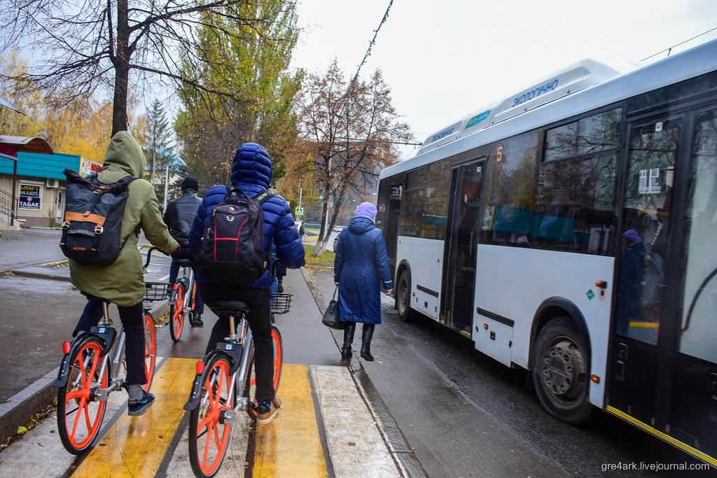 pitaetsya-vstavit-v-popu-v-avtobuse