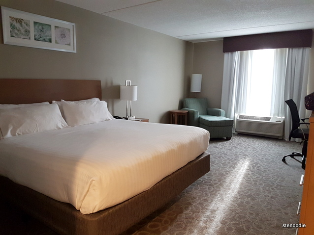Holiday Inn Express & Suites Oshawa Downtown standard room