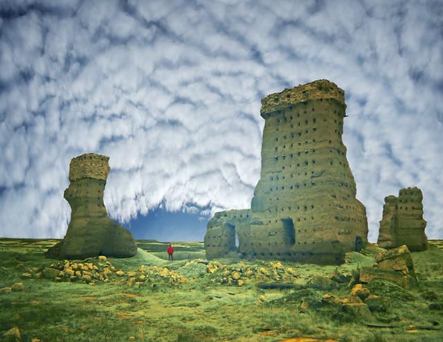 Tras las ruinas, esperanza. / After the ruins, hope.
