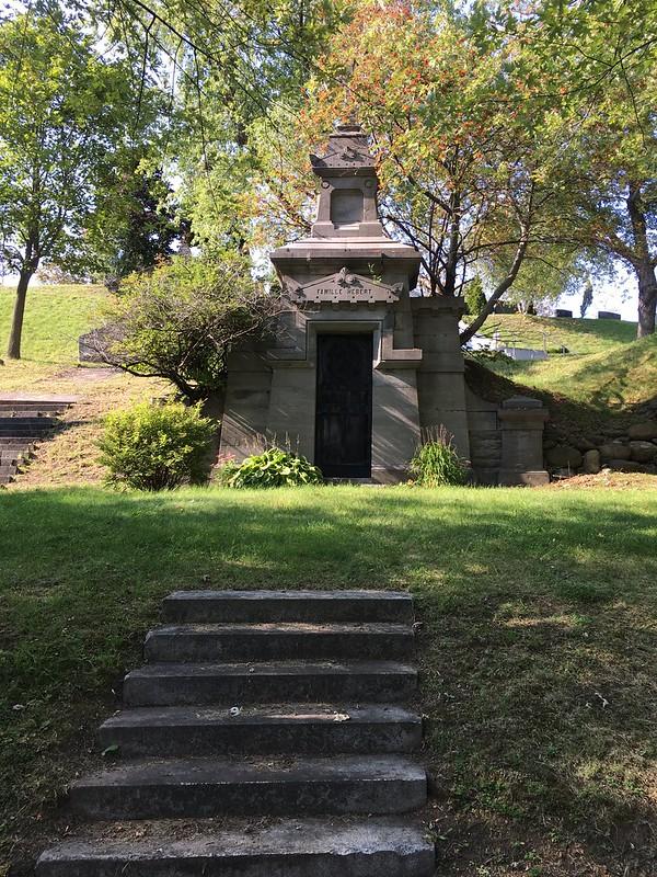 Notre Dame des Neiges Cemetery 15