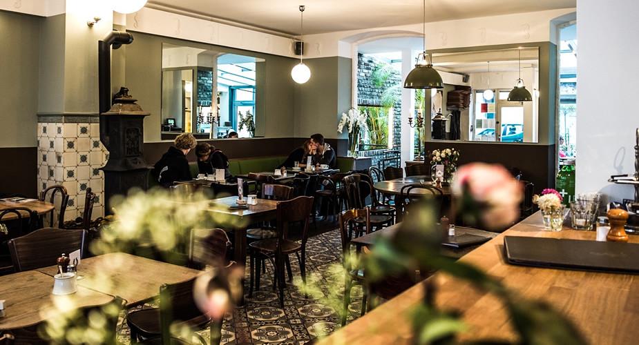 Uit eten in Keulen. Ehrenfeld: Café Sehnsucht (foto met dank aan Café Sehnsucht) | Mooistestedentrips.nl