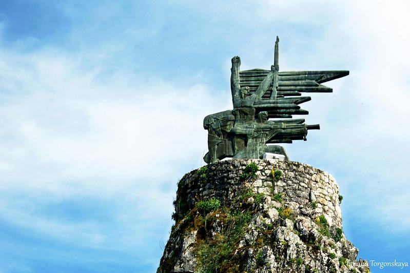 Памятник героям Второй мировой войны, крупный план