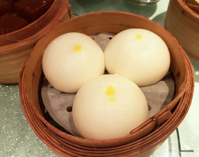Steamed creamy yolk buns (流沙奶皇包)