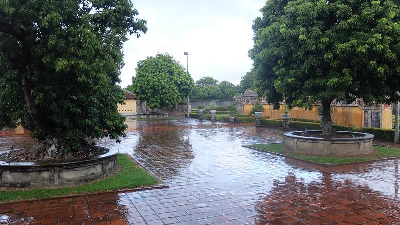 Nos quedamos solos en la visita cuando se puso a diluviar :D