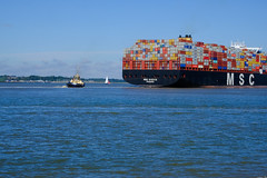 tug spinning container ship