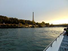promenade sur la seine(en bateau mouche)