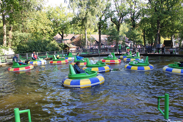 bumping boats attraction