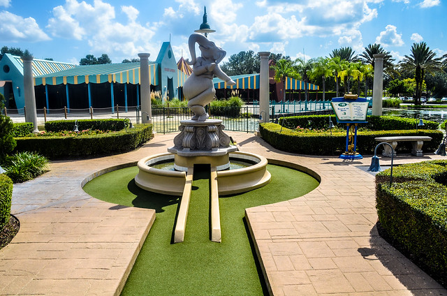 Elephant mini golf