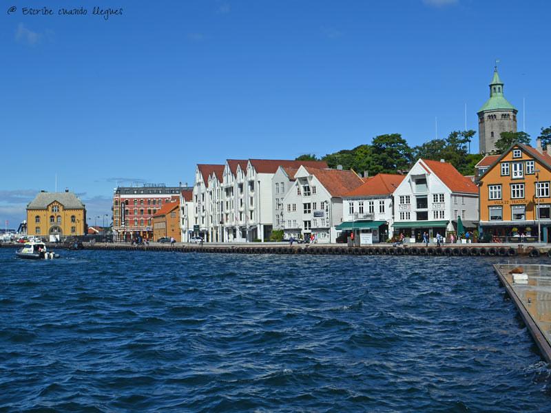 Vista del muelle de Skagen en Stavanger. Lugar de marcha y ambiente de la ciudad