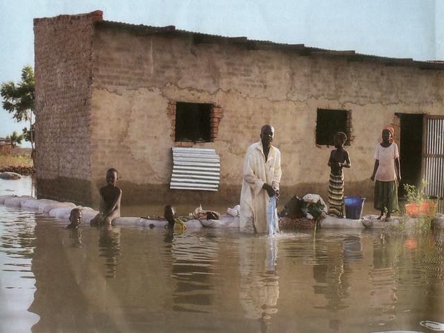 2012 में चाड में आई बाढ़ का दृश्य