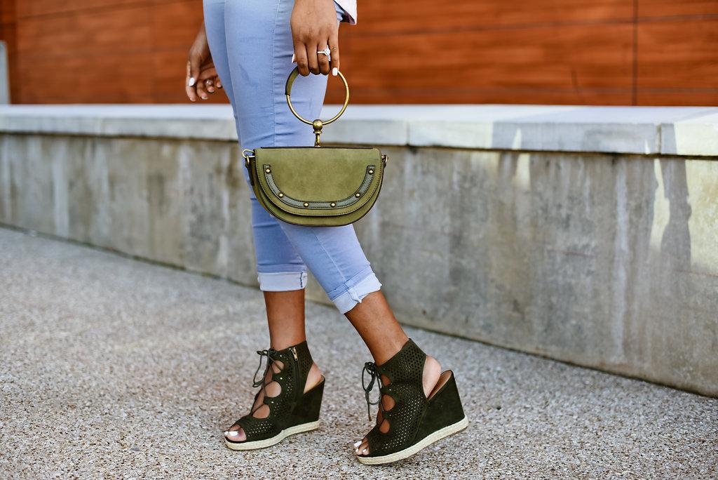 how to style a circle handle handbag
