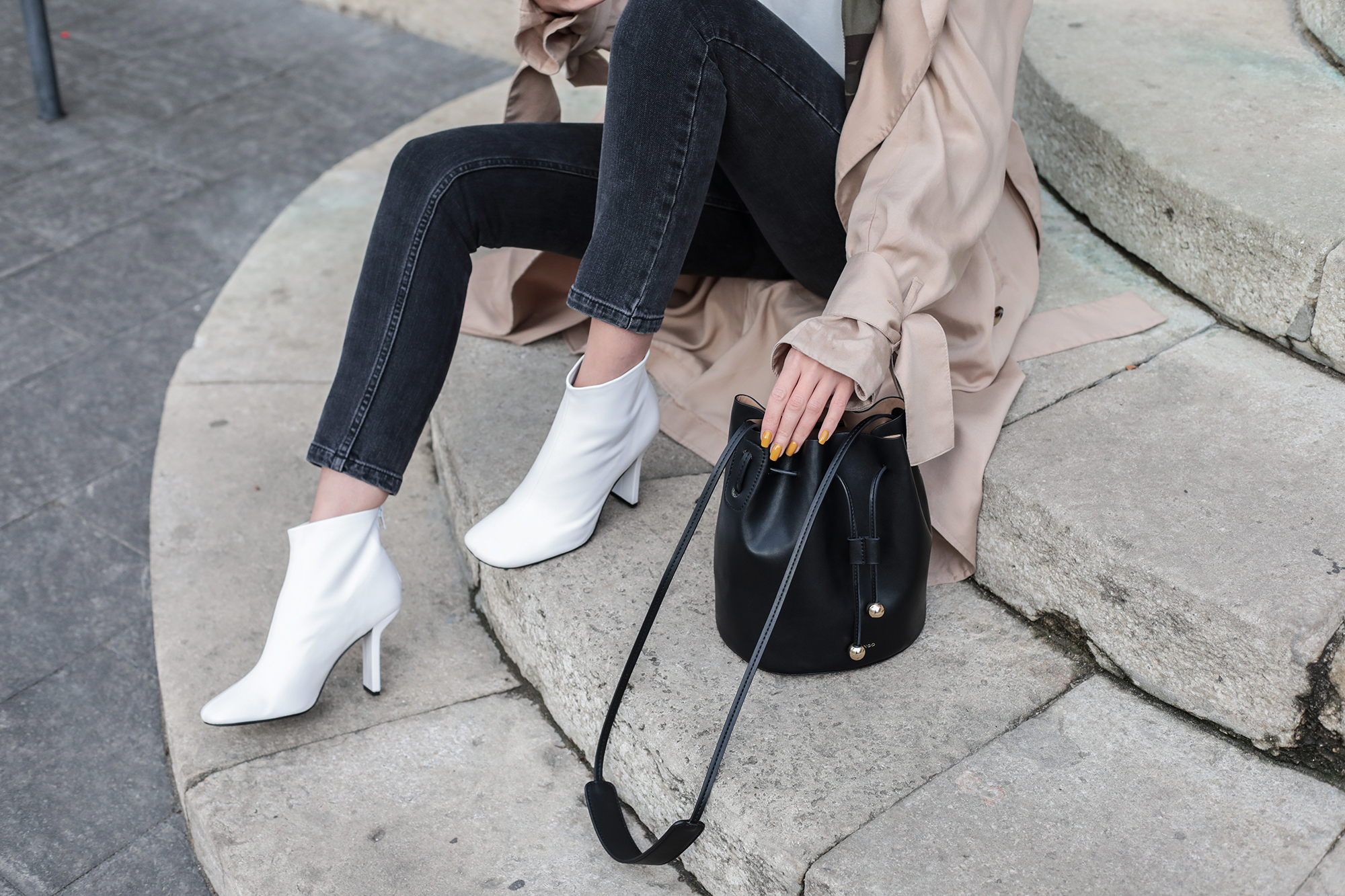 white-boots-outfit-street-style
