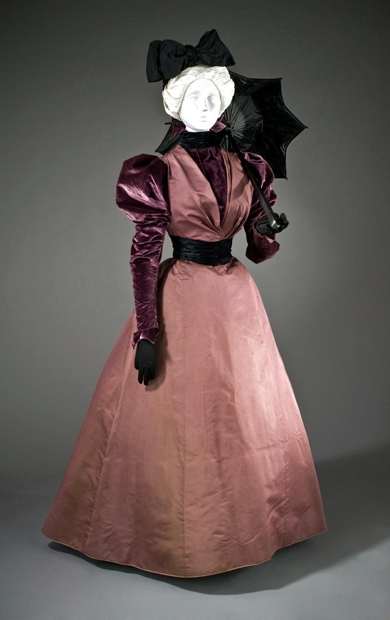 1897 Two-piece dress. House of Rouff. Silk twill and silk cut velvet on twill foundation