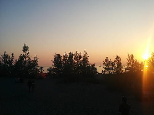 Sun setting at Hanlan's Point (1) #toronto #torontoislands #hanlanspointbeach #beach #evening