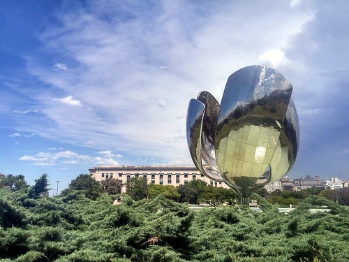 Floralis Generica, Buenos Aires. From Being an Introvert Abroad: 3 Tips for Survival