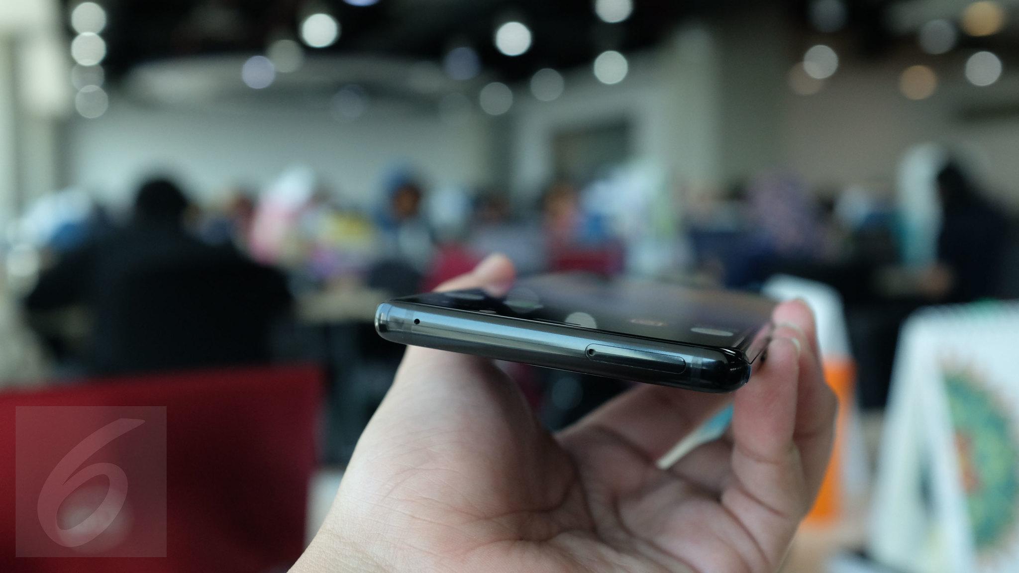 Bagian atas Galaxy Note 8. Liputan6.com/ Iskandar