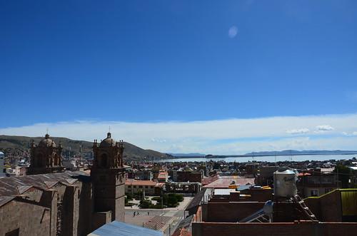 Blick auf den Titicacasee mit Kathedrale im Vordergrund